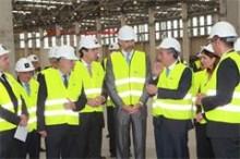José Manuel Soria acompaña al Príncipe Felipe en la inauguración de la nueva factoría del Grupo Cosentino