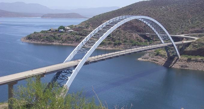 Proyecto de investigación para la utilización de hormigones expansivos como relleno de tubos de acero en puentes mixtos