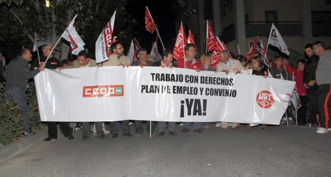 2000 personas se manifiestan en Macael para exigir la firma del Convenio de Canteras y Serrería del Marmol