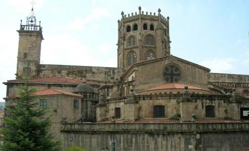 Anuncio de la contratación de los trabajos para la redacción de un proyecto de restauración específico en la portada norte del crucero de la catedral de San Martiño de Ourense