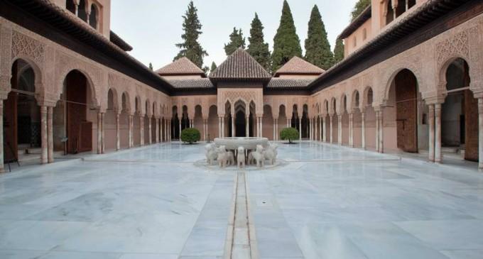 El Patio de los Leones, premiado por los empresarios del mármol de Andalucía