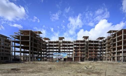El paro se reduce en todos los sectores en el último mes, con excepción de la construcción