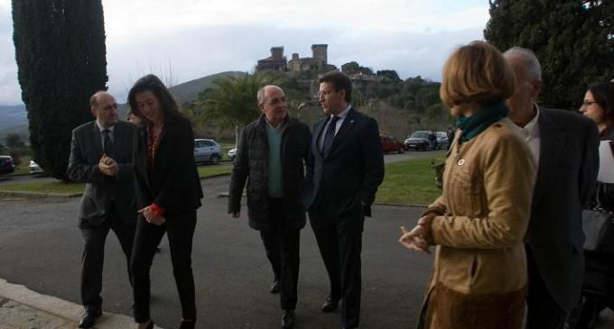 Feijóo declara que la rehabilitación del Castelo de Monterrei permitirá poner en valor uno de los bienes culturales más importantes de Galicia