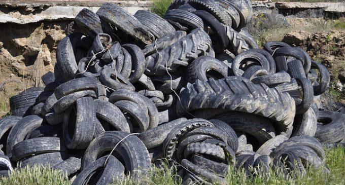 Obtienen un aislante acústico y térmico de neumáticos viejos