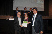 Recogieron el premio, el 23 de mayo, los representantes del proyecto: el profesor Antonio Aguado, responsable del Grupo de Tecnología de Estructuras de la UPC; Àngels Farré, responsable Marketing PROMSA, i Jordi Altet, responsable Calidad PROMSA. (de izquierda a derecha)